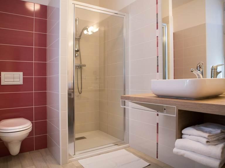 Hotel Restaurant Le Sully Saint-Saud-Lacoussière chambre d'hôtel Perigord France (2)