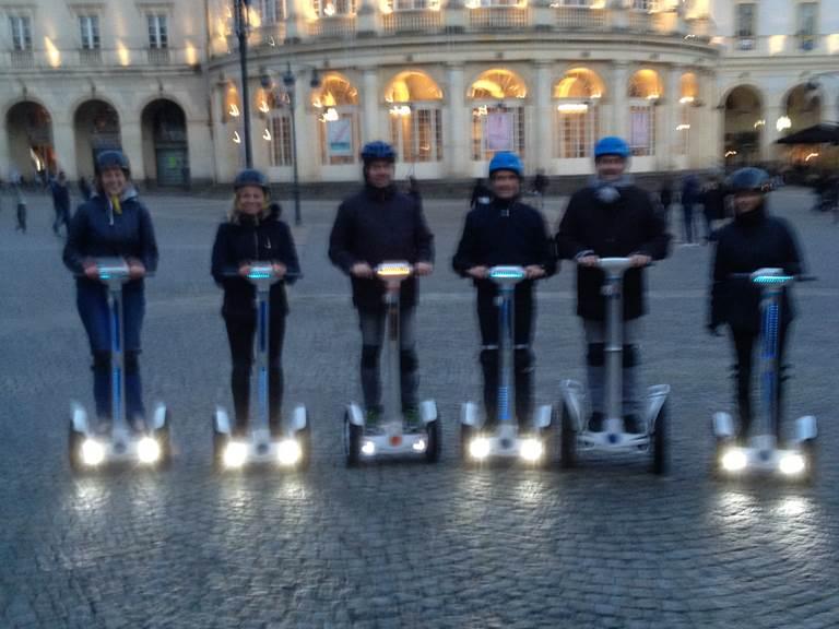 Equipe de pilotes place de la mairie et Opéra . 122017
