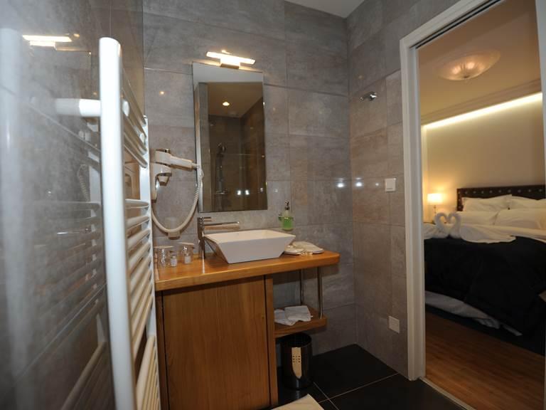 salle de bain double sup vue chambre
