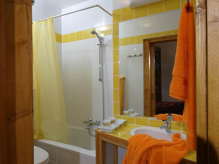 Salle de bain en suite (chambre 1)