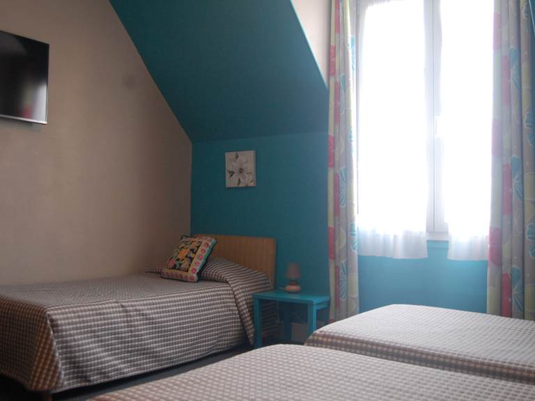 Chambre 3 petits lits HJB proche du jardin du Luxembourg