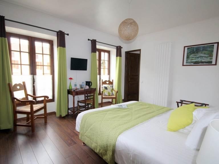 Une chambre trés clair et confortable
