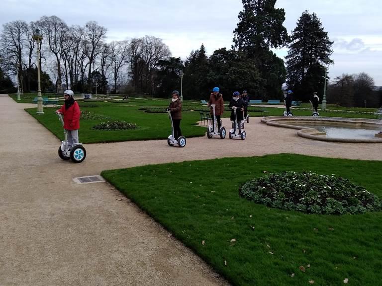 Equipe de pilotes , parc du Thabor à Rennes. Dec 2019.