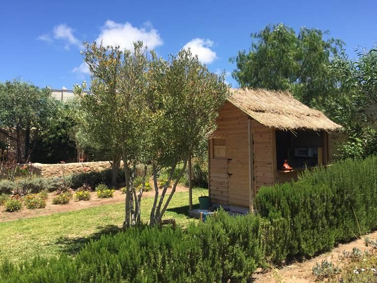 cabane pour enfants dans le jardin