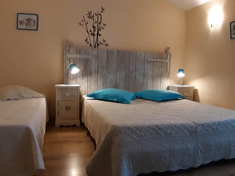 Moulin de Montizeau - gite - maison du meunier - chambre bleue 1 1