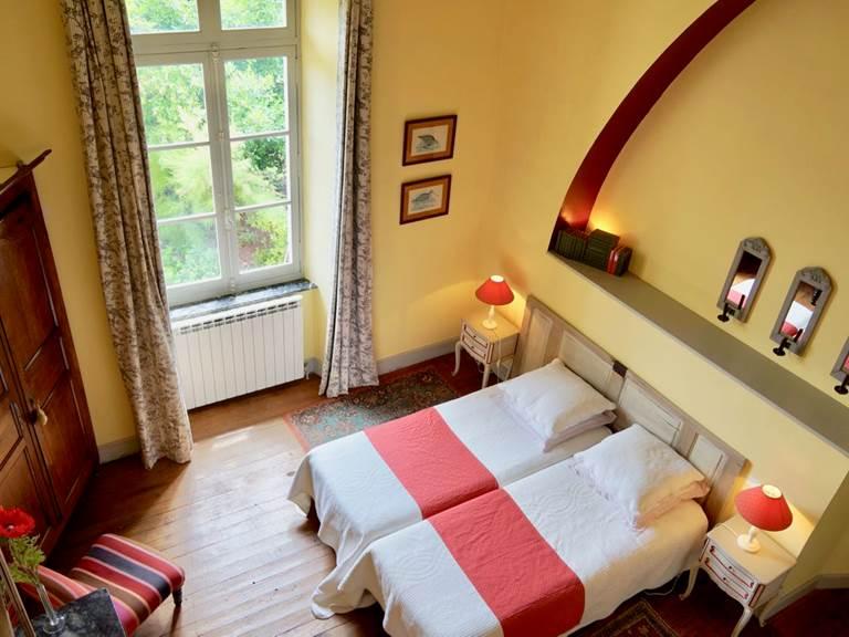 chambre familiale tomette avec possibilité de lit jumeaux aux chambres d'hôtes la Rougeanne près de Carcassonne dans l'Aude