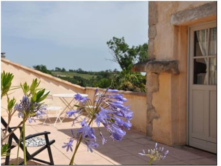 Terrasse de la Chambre familiale olivier aux chambres d'hôtes la Rougeanne près de Carcassonne dans l'Aude