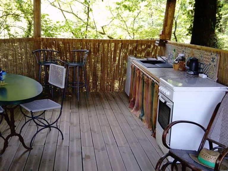 Cuisine d'été sous la cabane