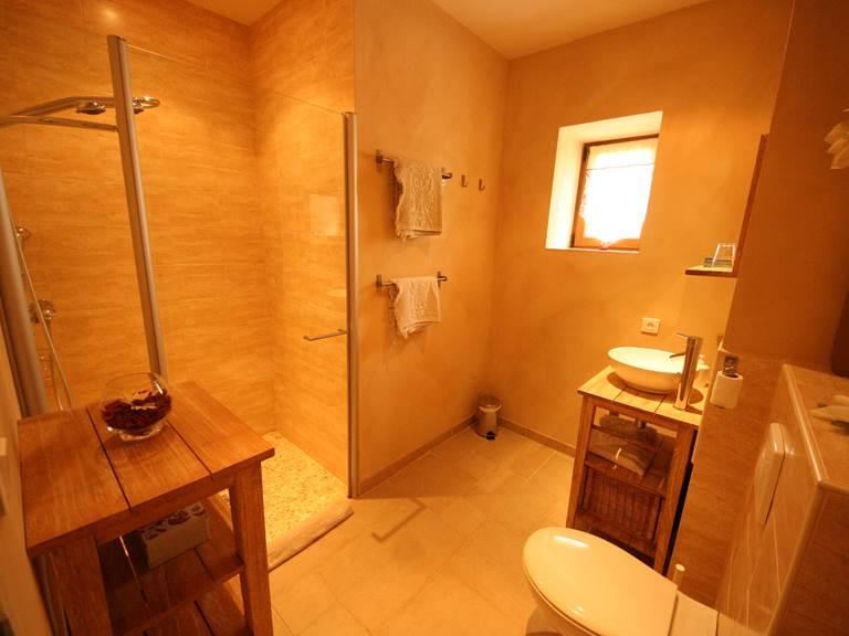 Salle deau de Coquelicots, grande douche à l'italienne