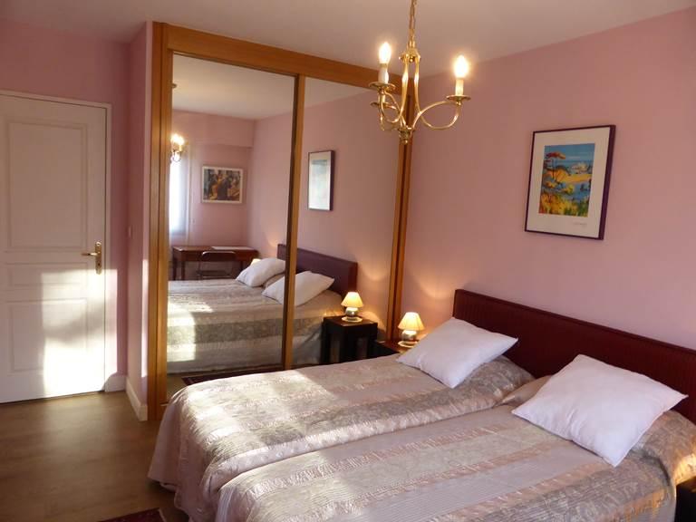 Appart St Jean de Luz chambre à deux lits.jpg
