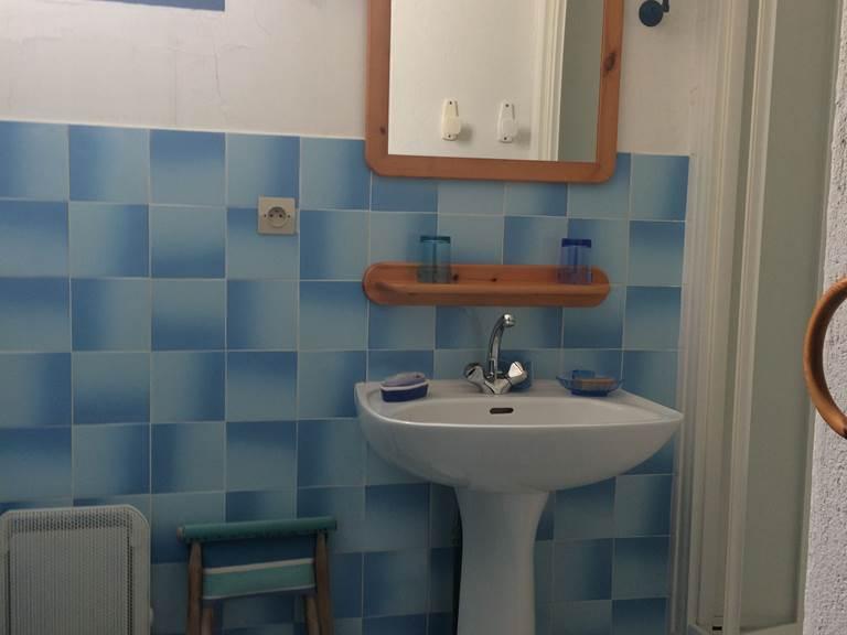 La salle de bain chambre au RC