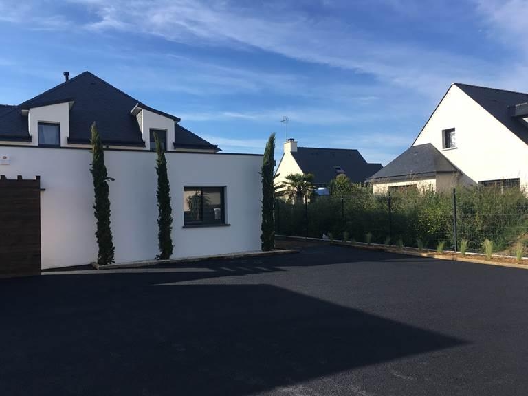 villa charles & ashton parking