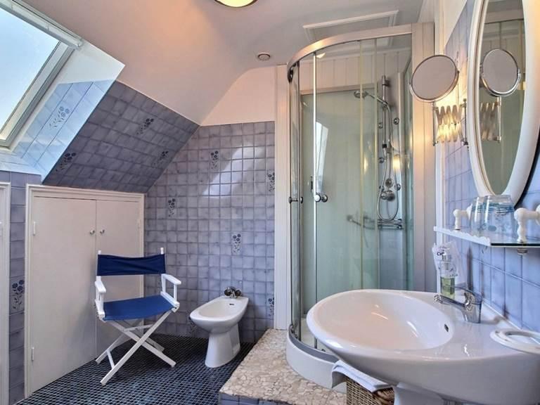 Salle de bain de la chambre bleue du Trégonnec