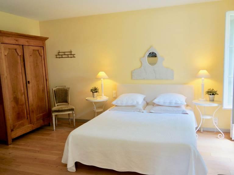Chambre Acanthe lit queen size aux chambres d'hôtes la Rougeanne près de Carcassonne dans l'Aude