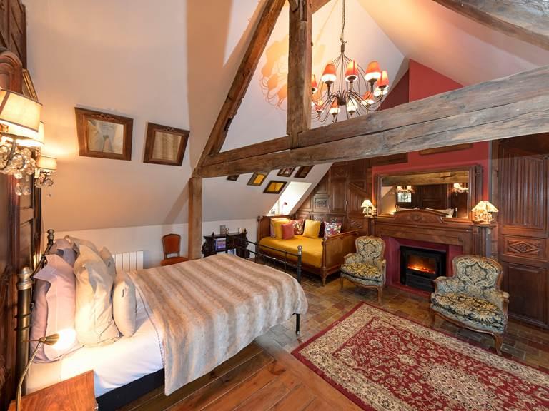 Chambre 2 à 3 personnes 3° étage  1 lit queen size 160 cm et 1 lit 110 cm de large  Maison d'hôtes  B&B  Honfleur