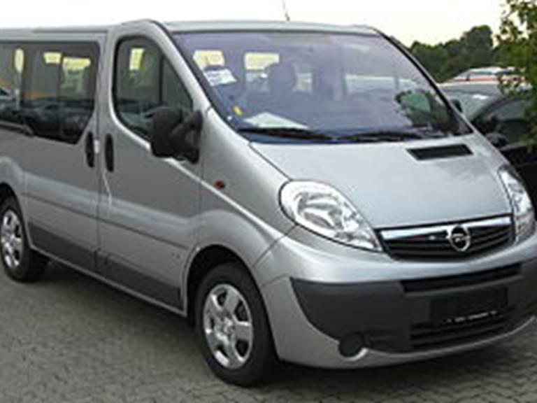 300px-Opel_Vivaro_Combi_Facelift_front