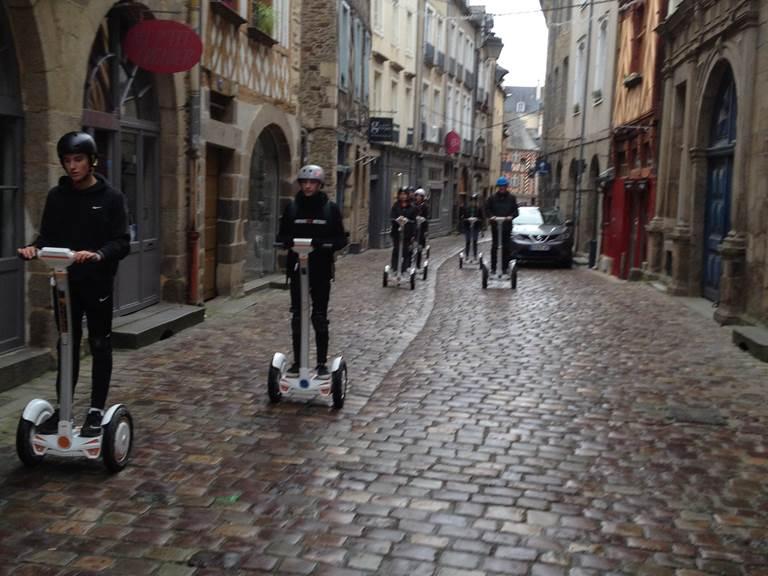 Equipe de pilotes , rue du Chapitre Rennes . Nov 2017.