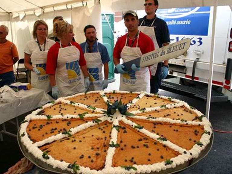 festival-du-bleuet-de-dolbeau-mistassini-tarte-geante