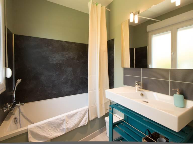 Salle de bain rez-de-chaussée Gîte du Puit Des GRanges Faux Vesigneul