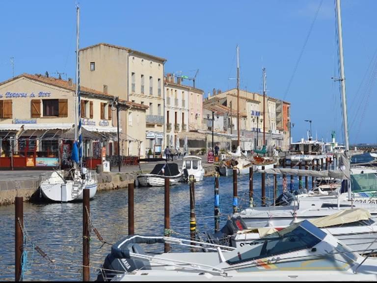 Port de marseillan à 2 min des chambres d'hôtes de La Casa Occitane