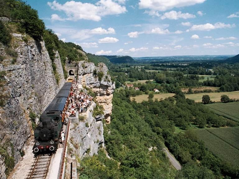 Martel, la cité médiévale et le train touristique du Truffadou