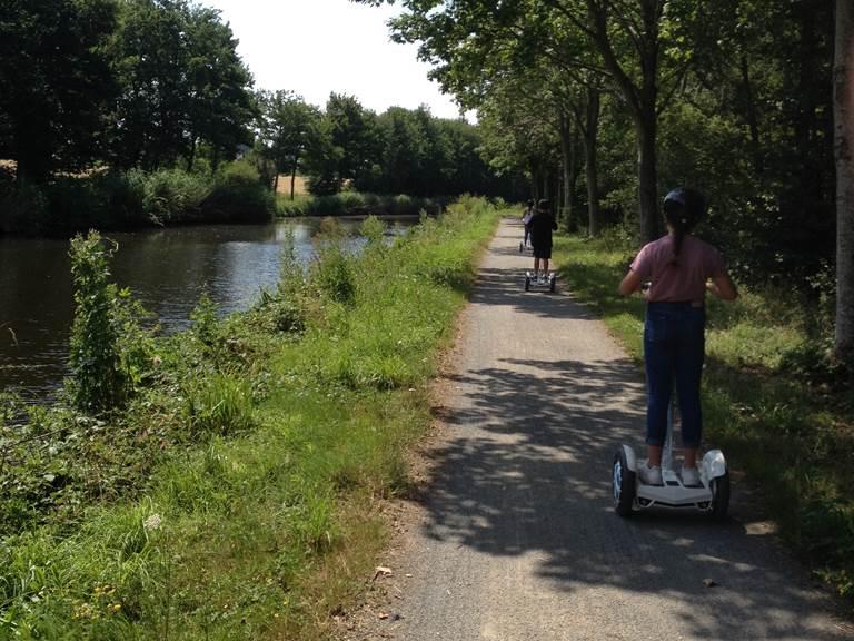 Equipe de pilotes , bord de canal entre Rennes et Saint Grégoire