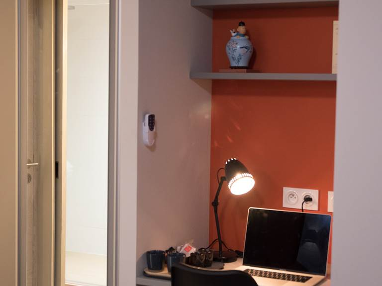 chambre rose bureau