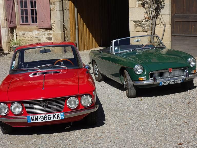 voitures anciennes de passage au Pradel