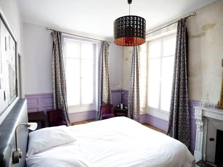 la_petite_cour-chambre-droite-tete-lit-virginie-roussel-photographies