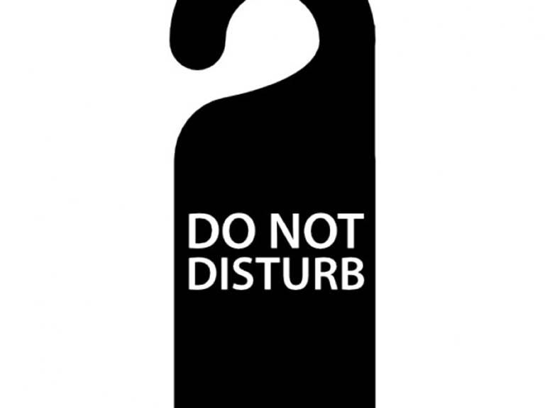 ne-pas-deranger-le-signal-suspendu-pour-portes-de-l-39-hotel_318-51056