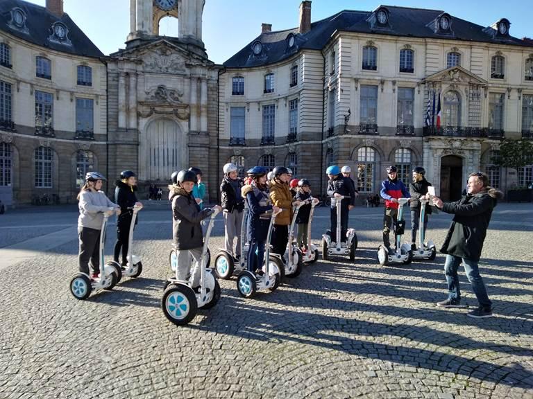 Equipe de jeunes pilotes , place de la Mairie.Rennes 022019