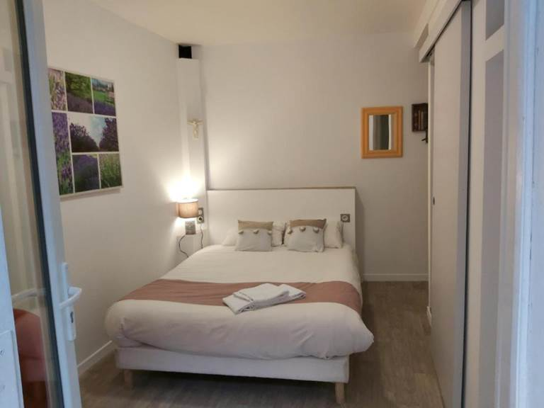 STUDIO ST MICHEL ARCHANGE CHAMBRE