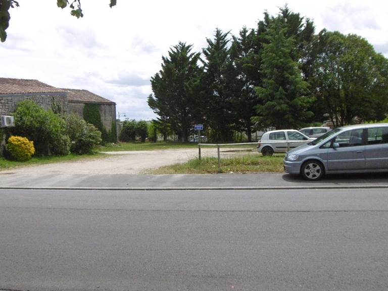 Votre parking privé en face de la résidence