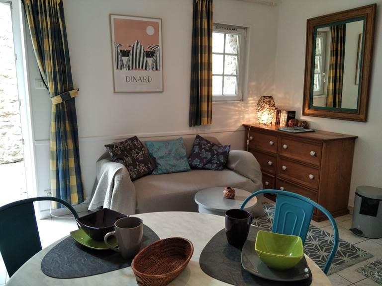 Clos de la Fontaine, Dinard, Studio 1, coin repas et salon