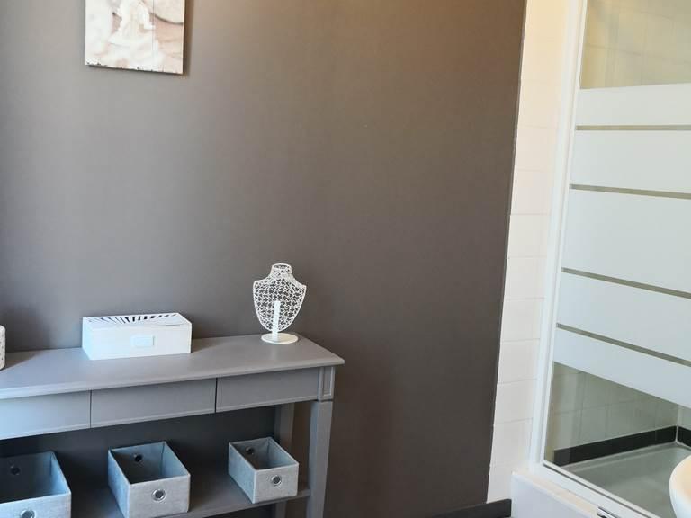 Maison Courbarien- chambre double Andratit salle d'eau