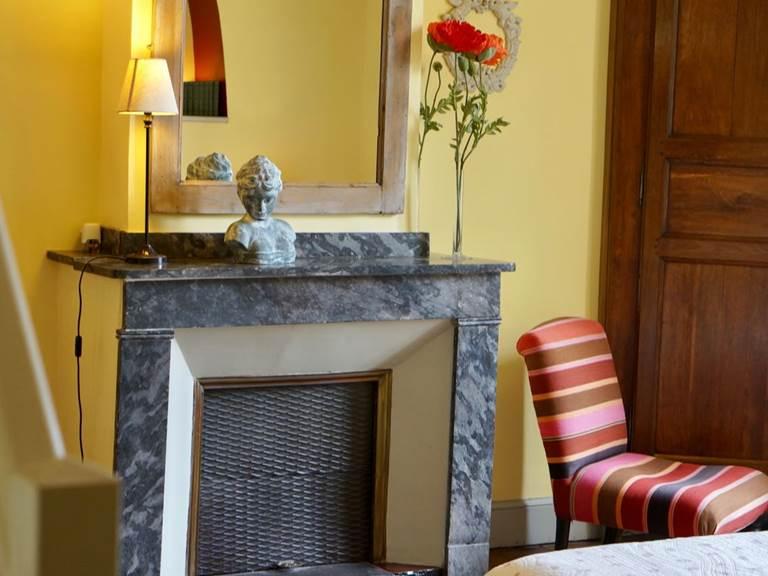 détails de chambre familiale tomette  aux chambres d'hôtes la Rougeanne près de Carcassonne dans l'Aude