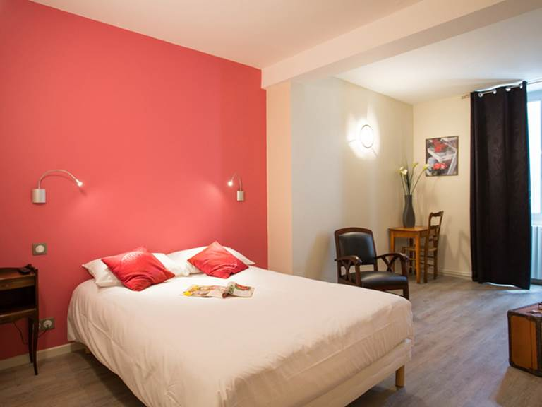 Hotel Restaurant Le Sully Saint-Saud-Lacoussière chambre hôtel vacances Perigord France
