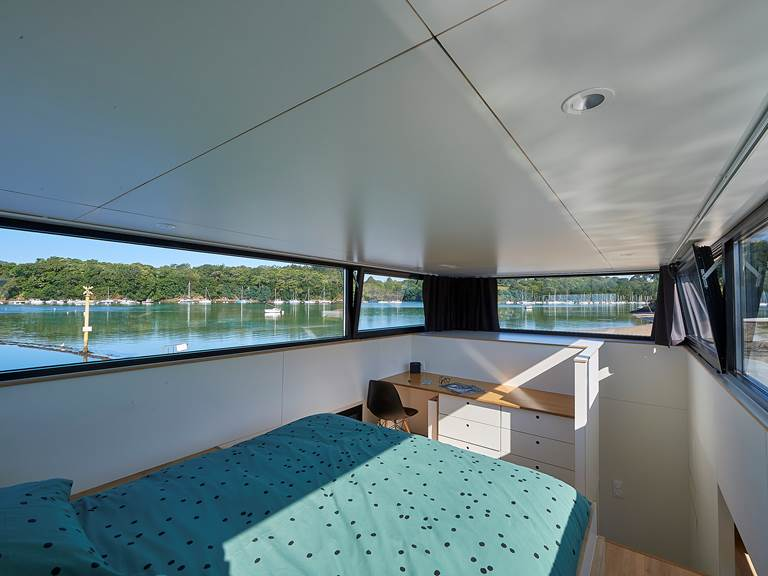 Lodge boat Fleur d'Ô - chambre parentale ©Y. Zedda