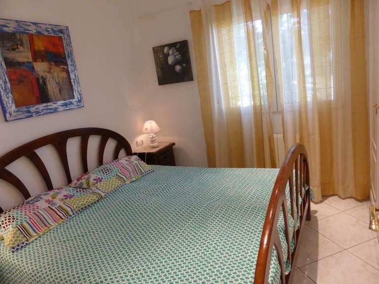 Villa Dénia chambre 2 lits 1 place côté piscine.jpg