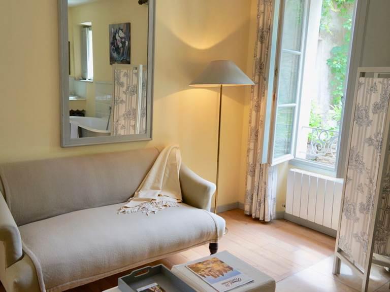 Chambre Acanthe avec coin salon aux chambres d'hôtes la Rougeanne près de Carcassonne dans l'Aude
