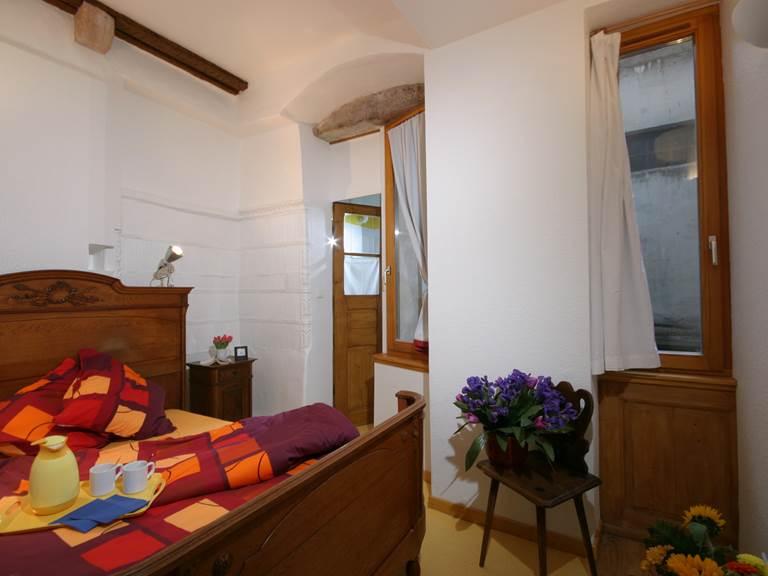 Chambre 2 avec petite salle d'eau (douche + WC)
