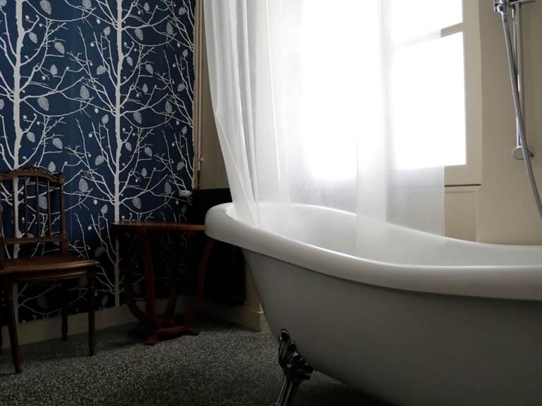la_petite_cour-chambre-gauche-sdb-virginie-roussel-photographies
