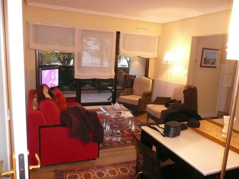 Appart st Jean Luz salle à manger - salon puis terrasse Ménage fin de séjour.jpg