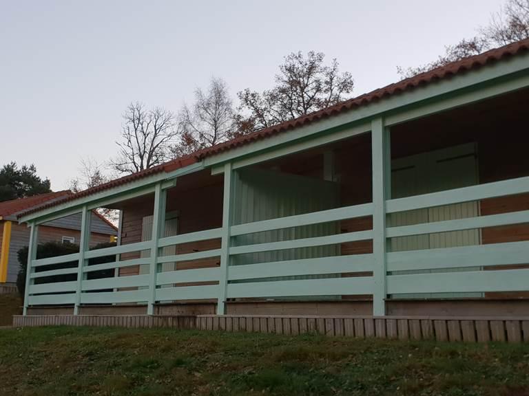 2 chalets jumelés et terrasse double avec claustra mobile