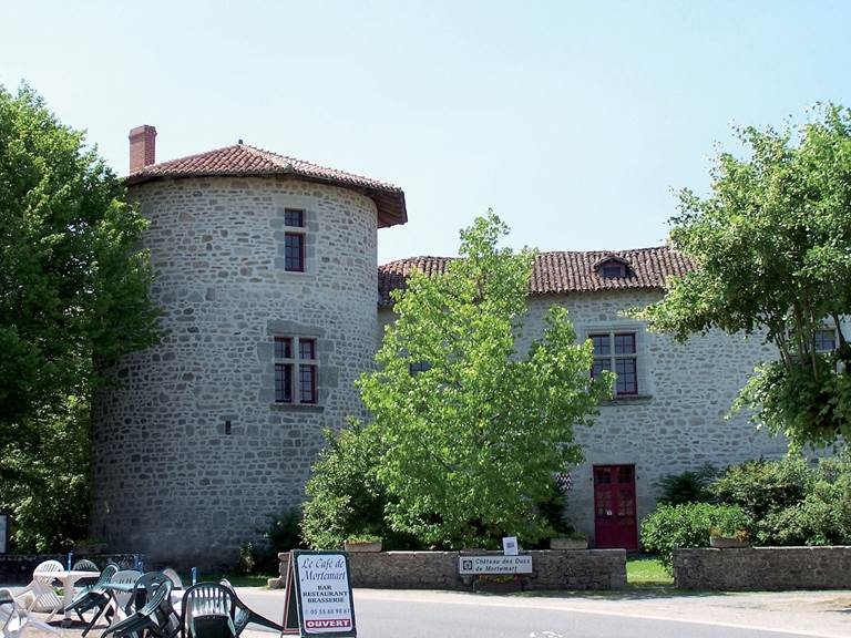 mortemart-vue-chateau-et-terrasse