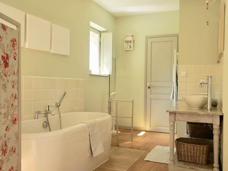 Salle de Bain avec baignoire Chambre d'hôtes Romantique la Rougeanne près de Carcassonne