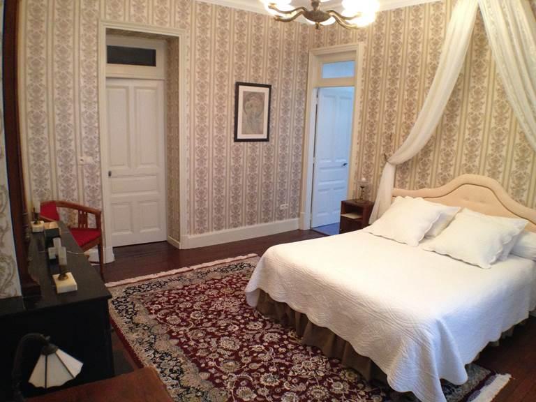 Chambre Buis, le lit