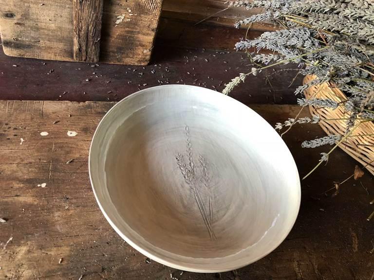 Asiette porcelaine cours de poterie chambre-d-hote les matins rubis-tarn-et-garonne-occitanie-location-toulouse