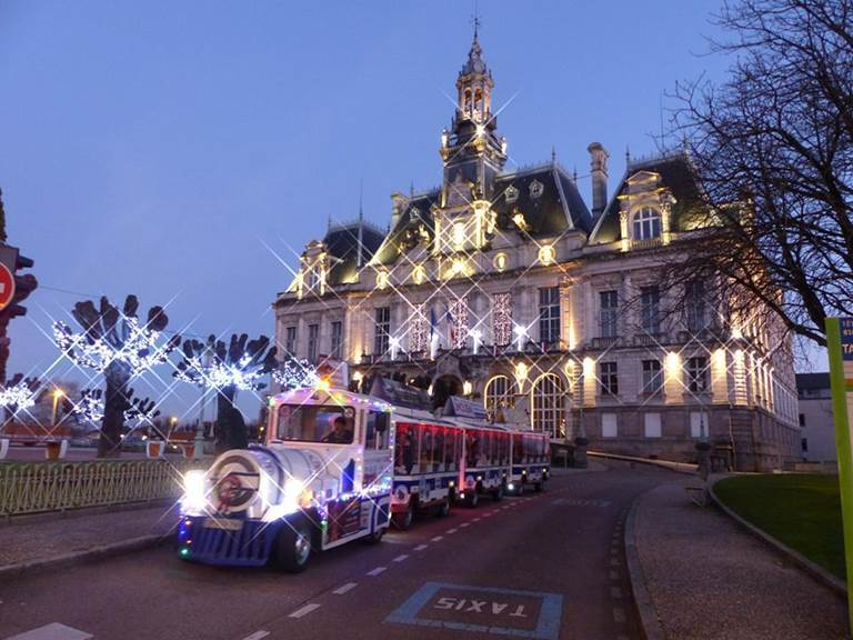 petit train devant la mairie