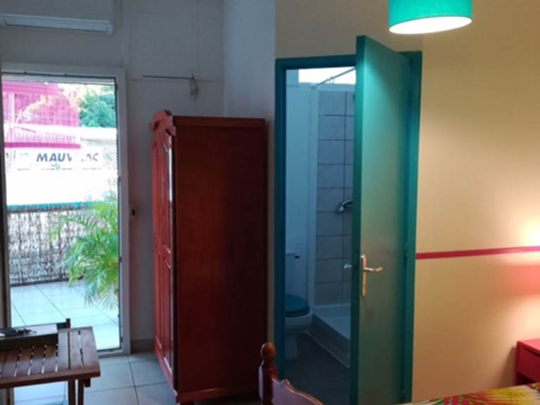 salle de bain et terrasse